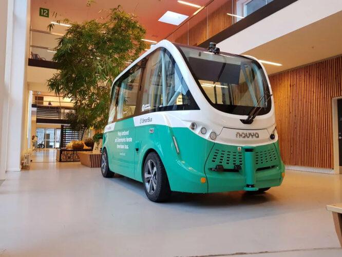De første selvkørende busser kører nu i Danmark