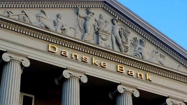 Danske Bank lukker filialkasser for at spare penge